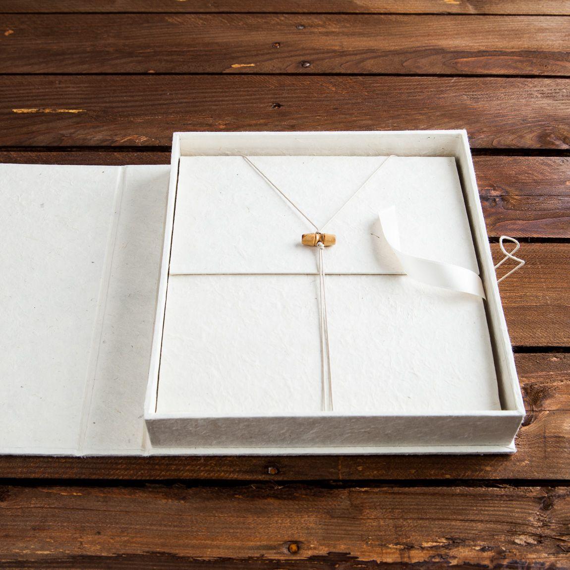 Caja Asia Blanca con libro