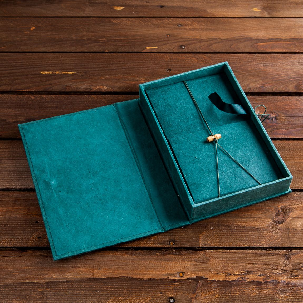 Caja Asia Verde con libro